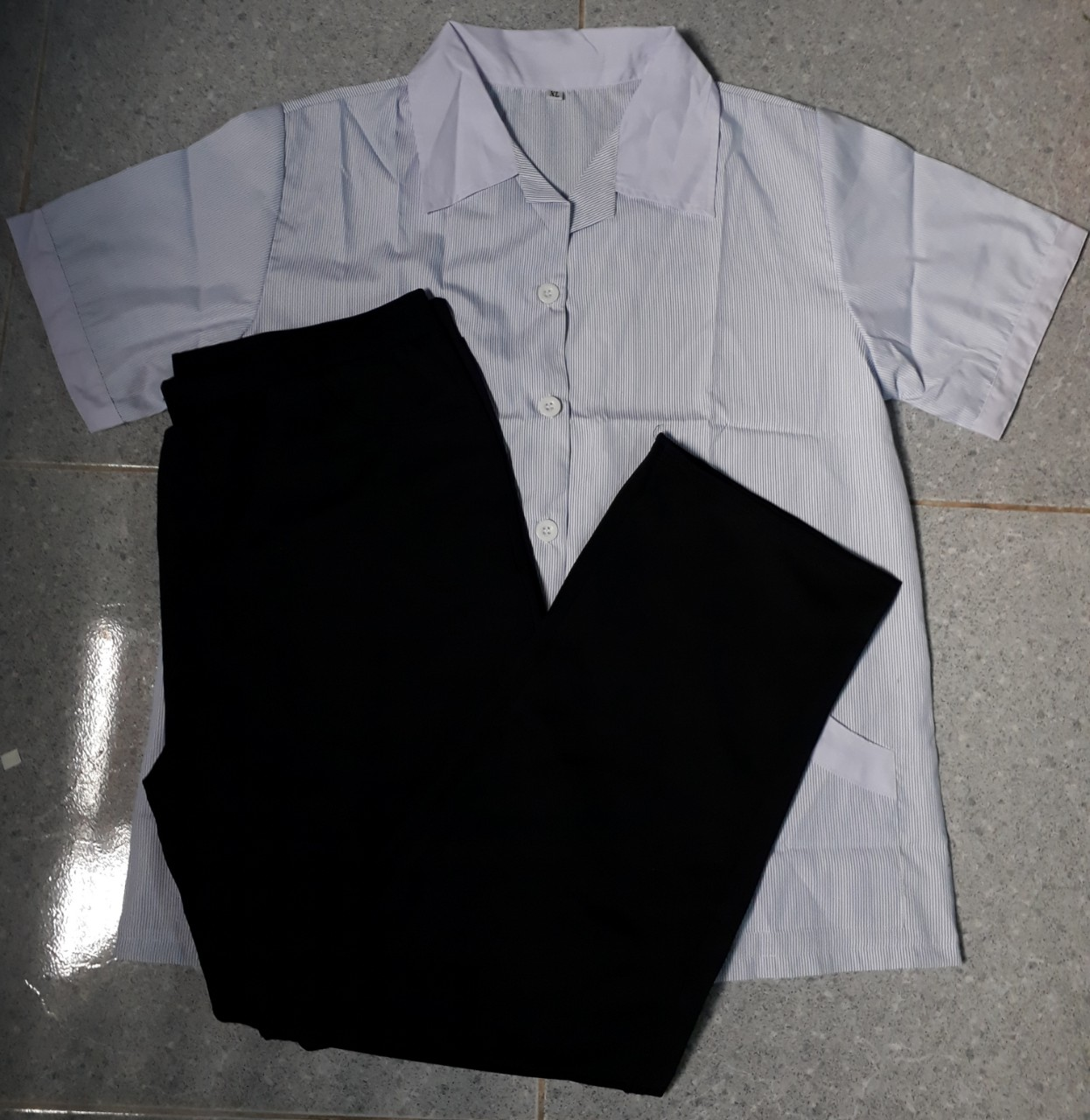 bộ tạp vụ may sẵn áo xọc xanh đậm quần thun đen